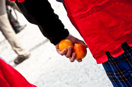 festival-perang-jeruk-italia